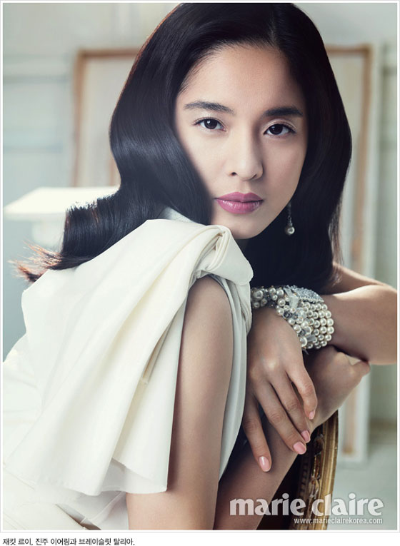 Actress Jung Hye Young on Marie Claire magazine » AsianCeleb