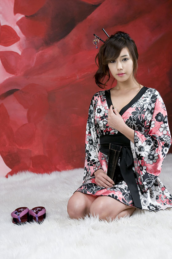 Model Kim Ha Yul in kimono robe » AsianCeleb