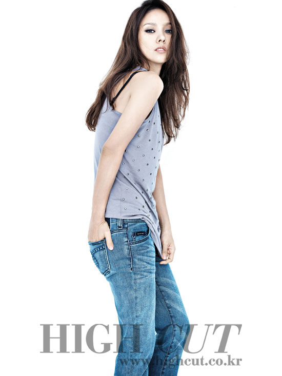 Lee Hyori High Cut and Calvin Klein