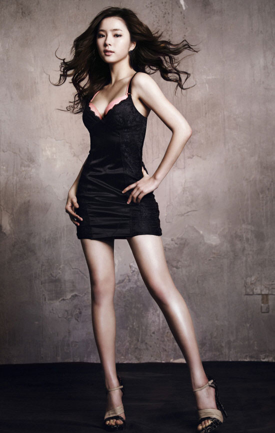 Actress Shin Se Kyung for Vivien lingerie » AsianCeleb