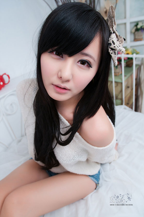 Model Ryu Ji Hye sexy and cute in jeans-shorts » AsianCeleb