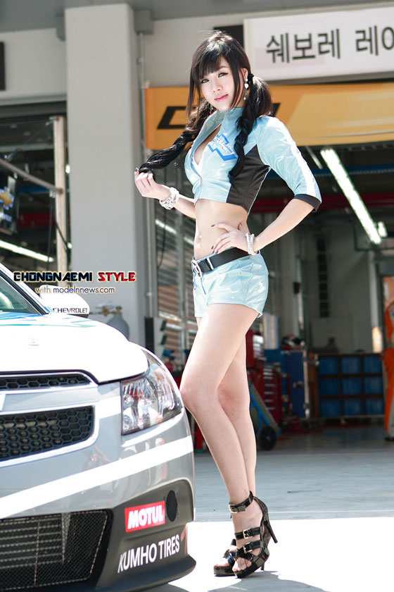 Race queen Hwang Mi Hee at CJ Super Race 2011 » AsianCeleb