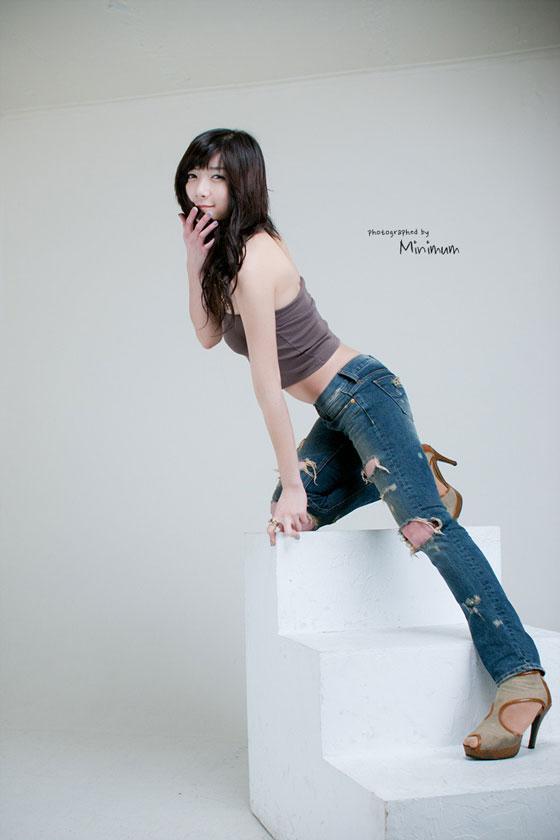 Model Seo Da In in Brown Tub » AsianCeleb