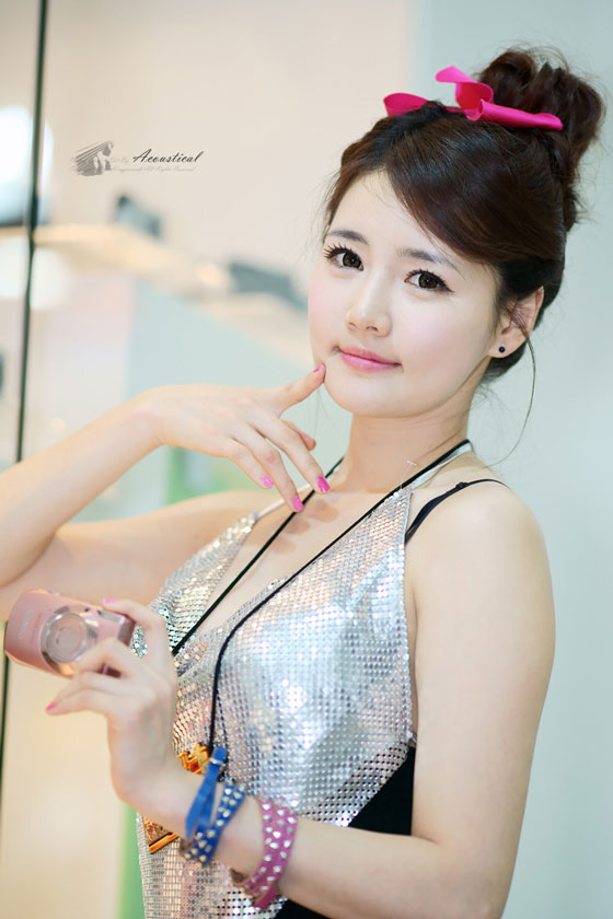 Model Han Ga Eun at Photo & Imaging 2011 » AsianCeleb