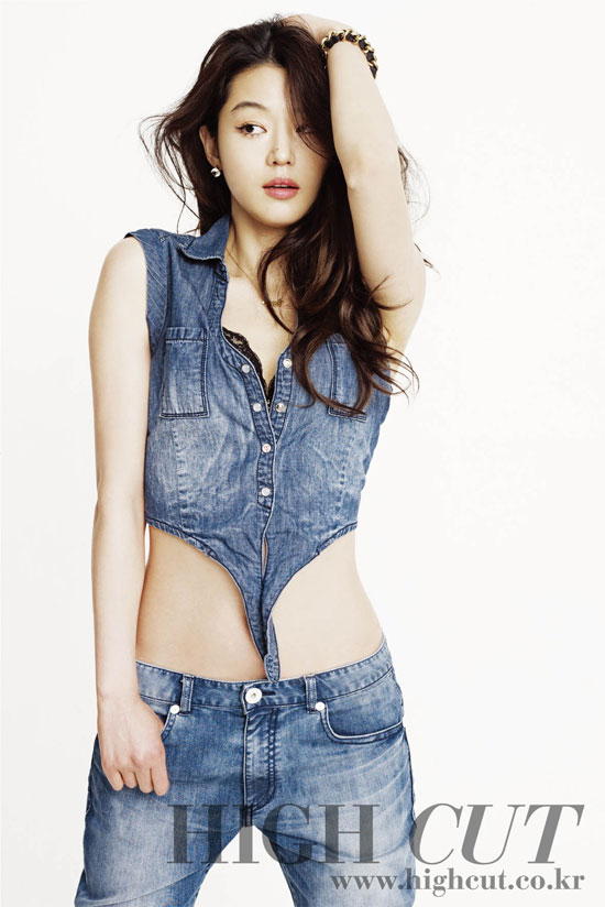 Jeon Ji Hyun High Cut and Guess Jeans