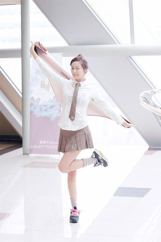 Models Hwang Mi Hee and Kim Ha Yul at Samsung Smart TV event