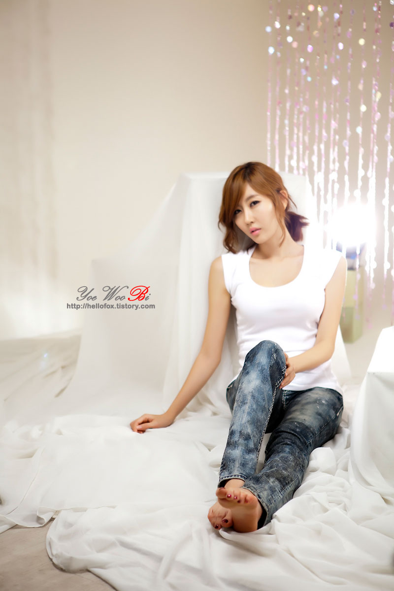 Model Choi Byul I in white and jeans » AsianCeleb