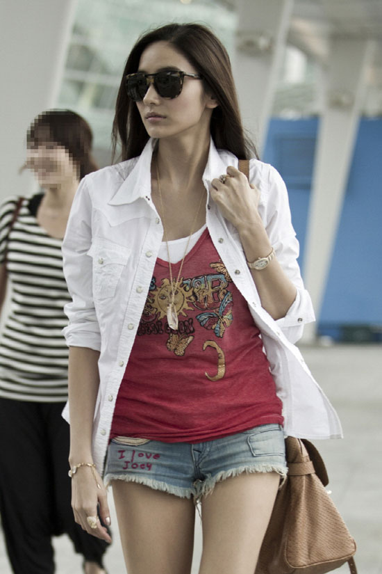 Han Chae Young Korean airport fashion