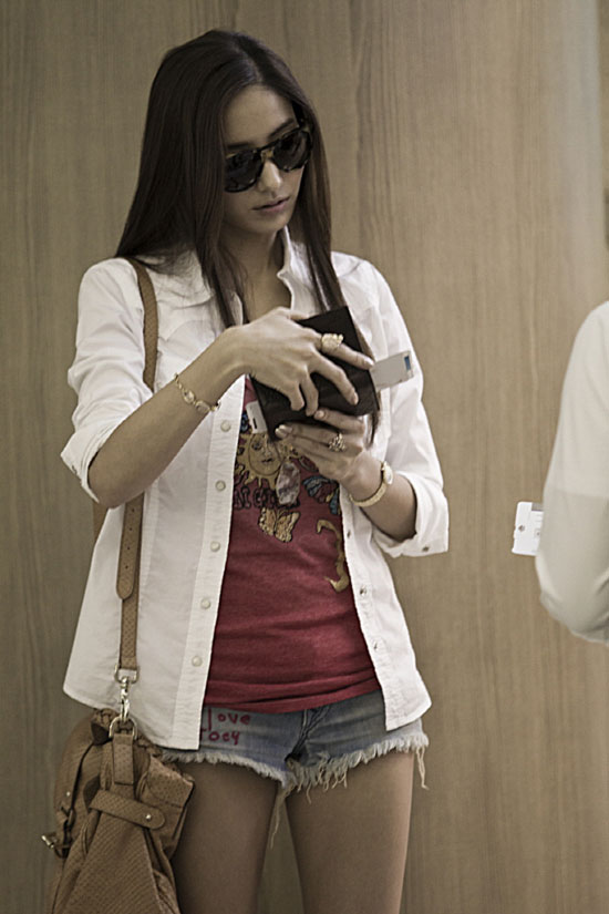 Han Chae Young airport fashion