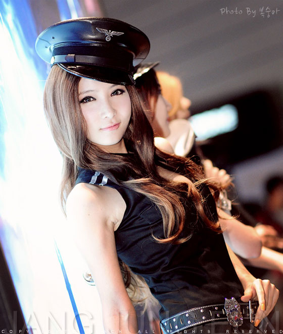 Model Jang Jung Eun at Dungeon & Fighter Festival 2011 » AsianCeleb