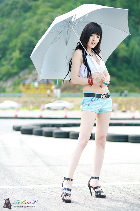 Race queen Hwang Mi Hee at CJ Super Race 2011 Round 5 » AsianCeleb