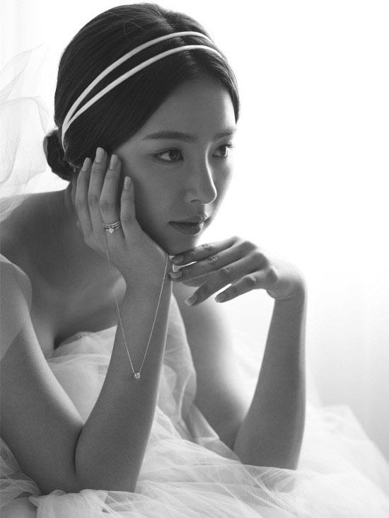 Shin Se Kyung Stone Henge