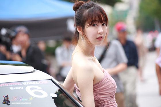 Lee Ga Na Hyundai Veloster roadshow