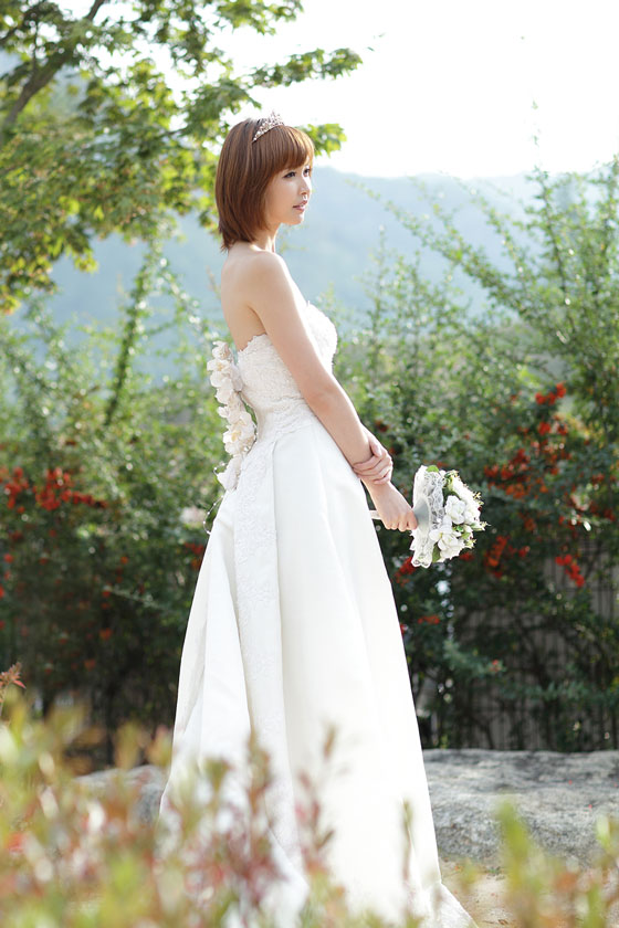 Kang Yui wedding dress