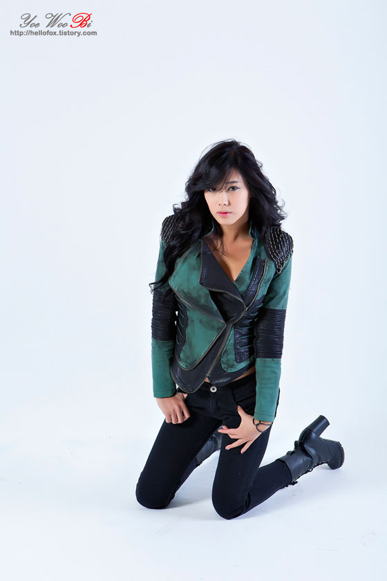 Model Kim Ha Yul in green vest, jeans and boots » AsianCeleb