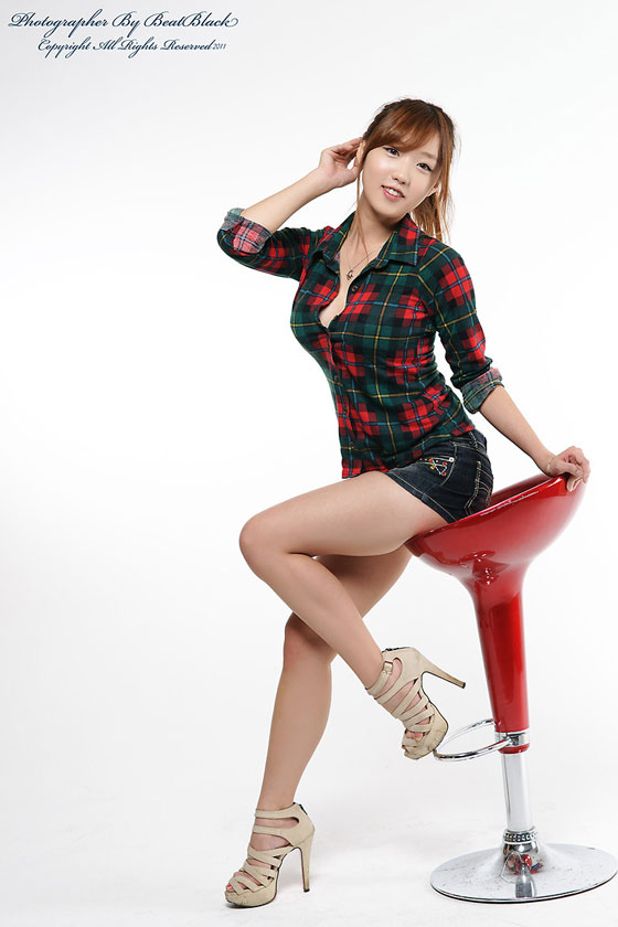 Model So Yeon Denim Shorts » AsianCeleb