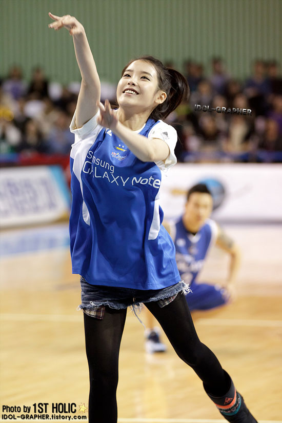 Singer IU as special guest at a professional basketball match » AsianCeleb