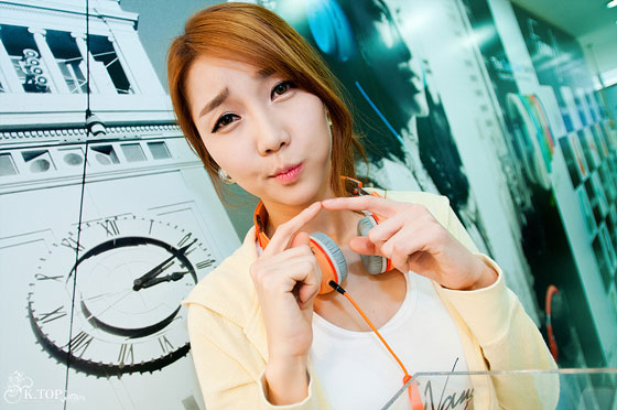 Go Jung Ah Fanny Wang headphone