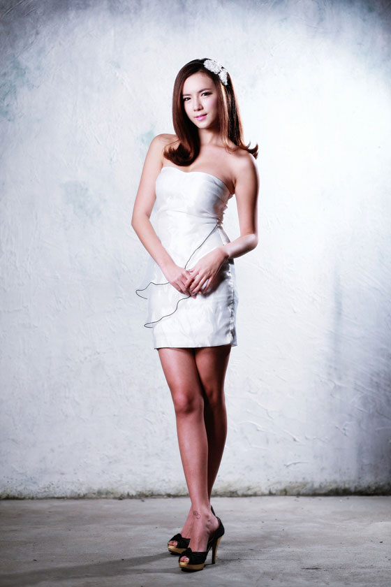 Lee Mi Hyun white mini dress