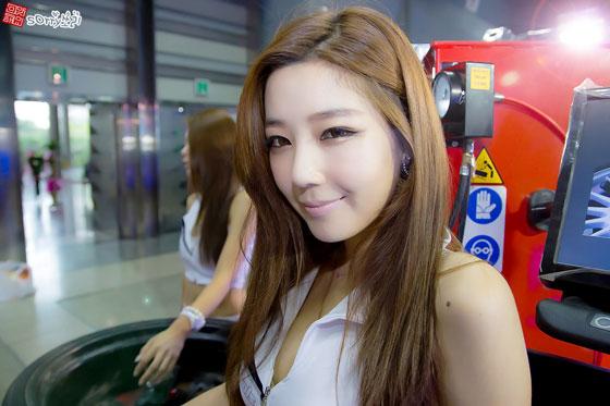 Jo Sang Hee Seoul Auto Salon 2012