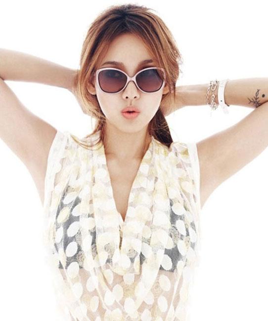 Lee Hyori Vogue magazine Oakley sunglasses