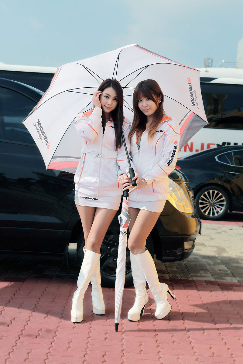 Korean race queens Ju Da Ha and Heo Yun Mi