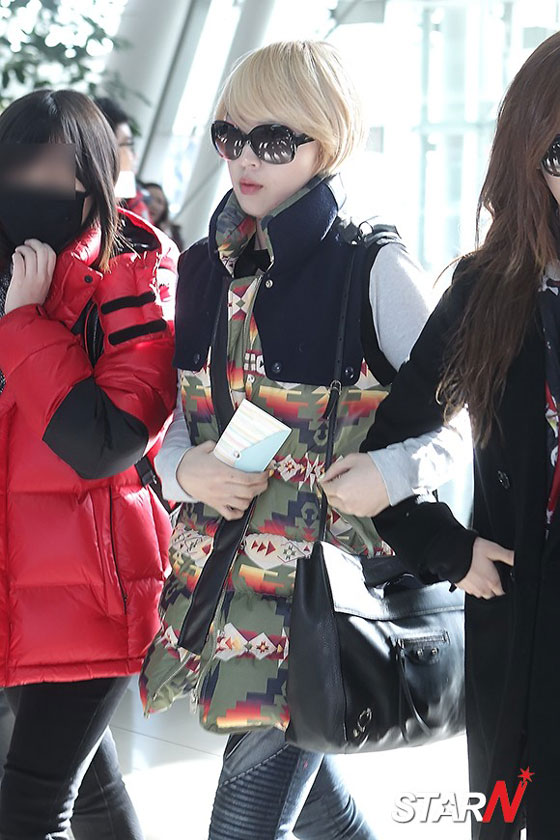 4minute Jiyoon airport fashion