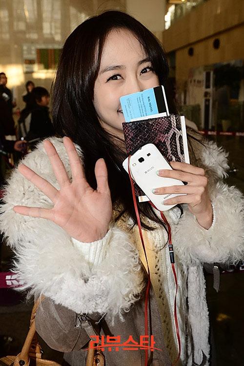 KARA Nicole airport fashion
