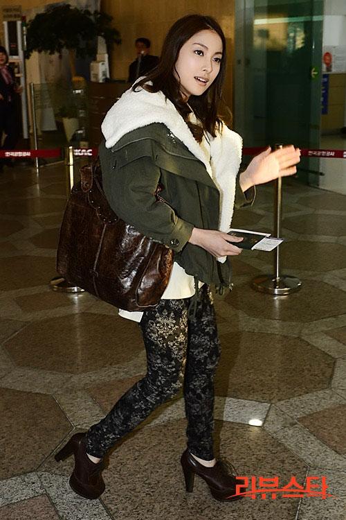KARA Gyuri airport fashion