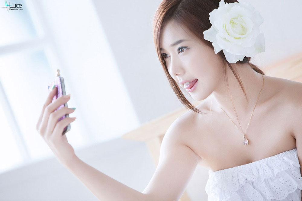 Kim Ha Yul White Rose