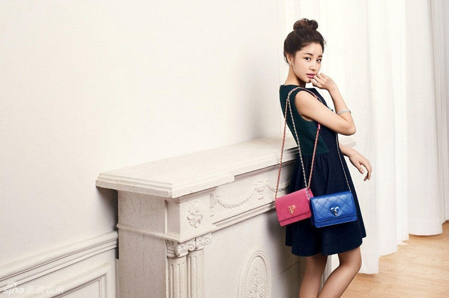 Actress Yoon Jin Yi Lovcat handbags