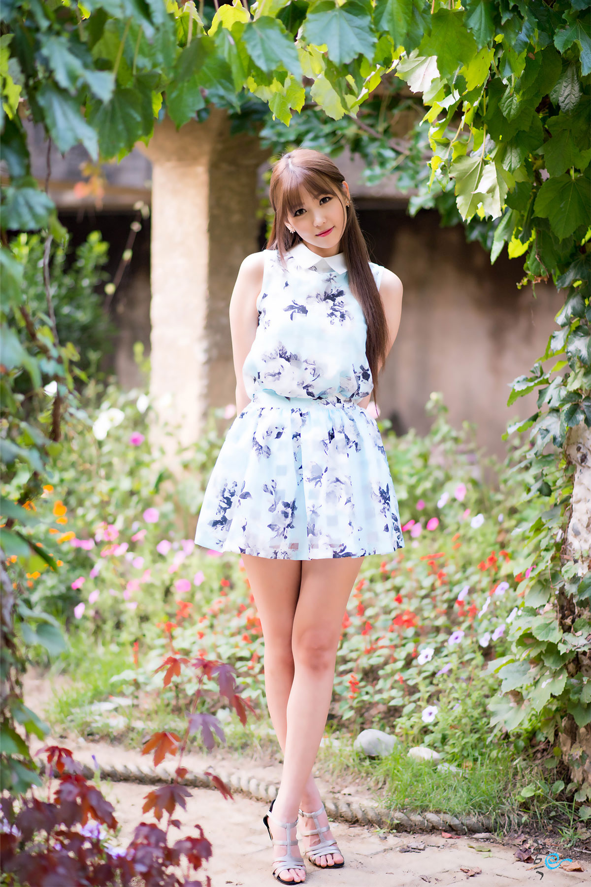 Korean model Lee Eun Hye outdoor photoshoot