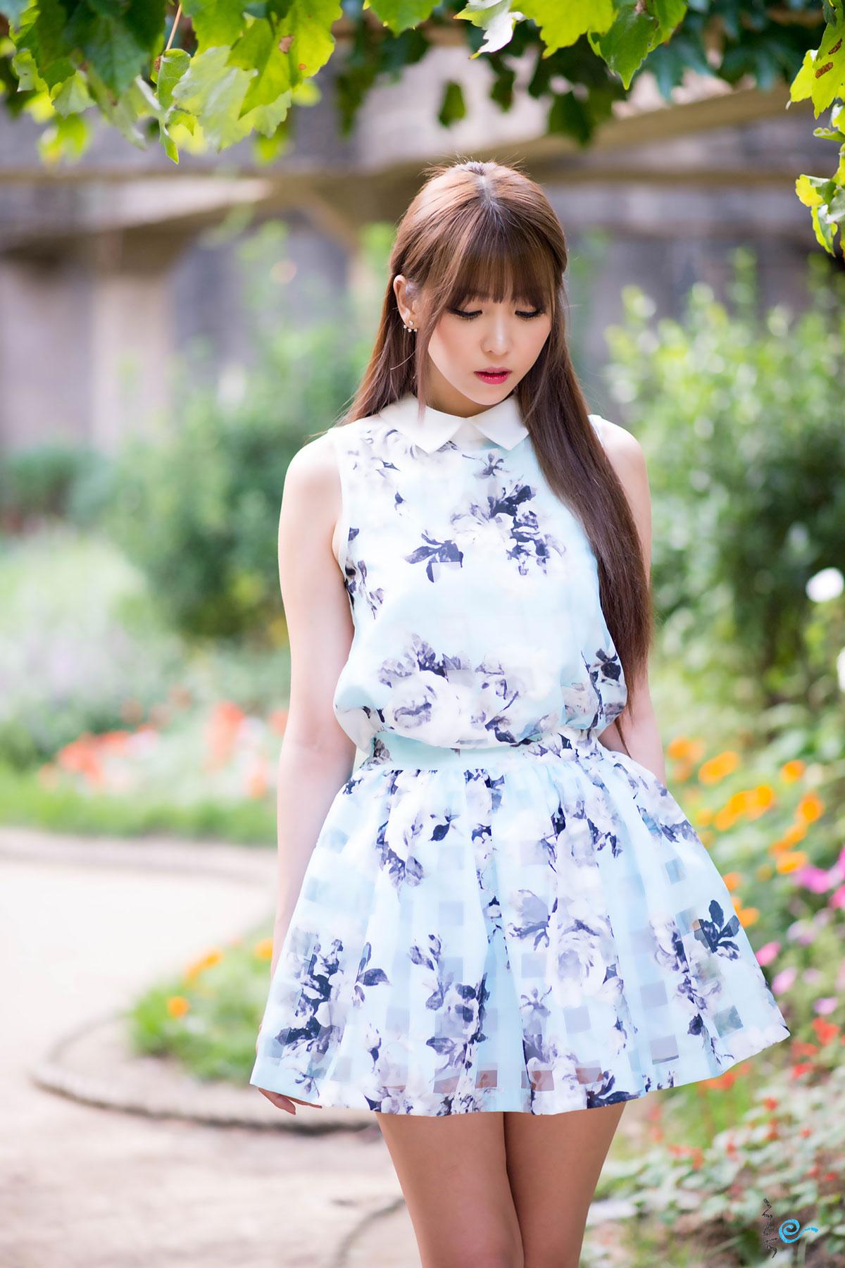 Korean model Lee Eun Hye outdoor photoshoot