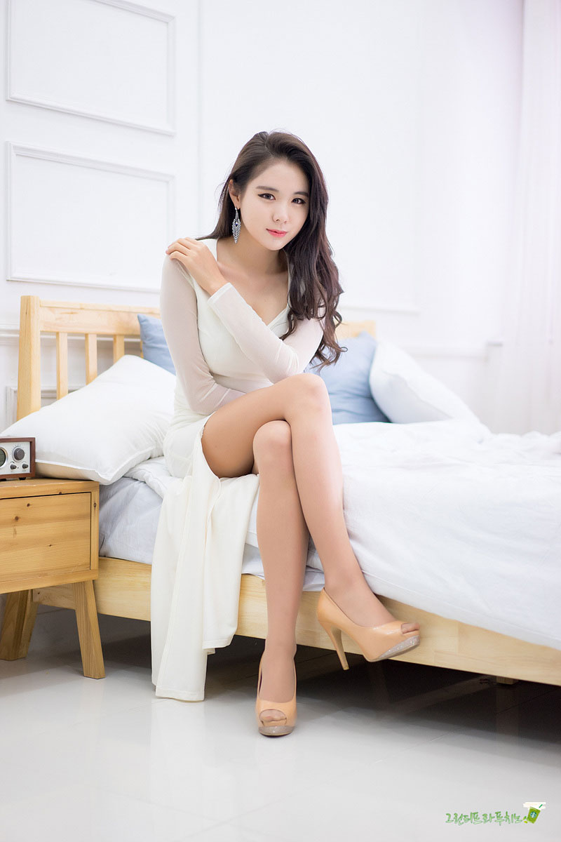 Min Yu Rin white dress studio