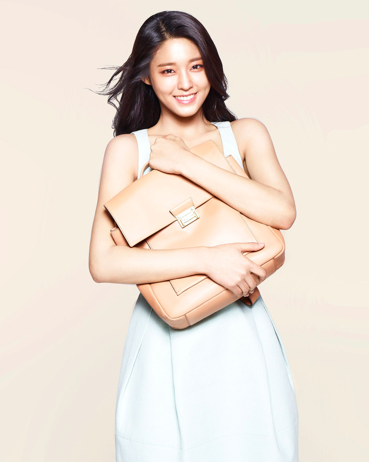 AOA Seolhyun Hazzys handbags advertisement